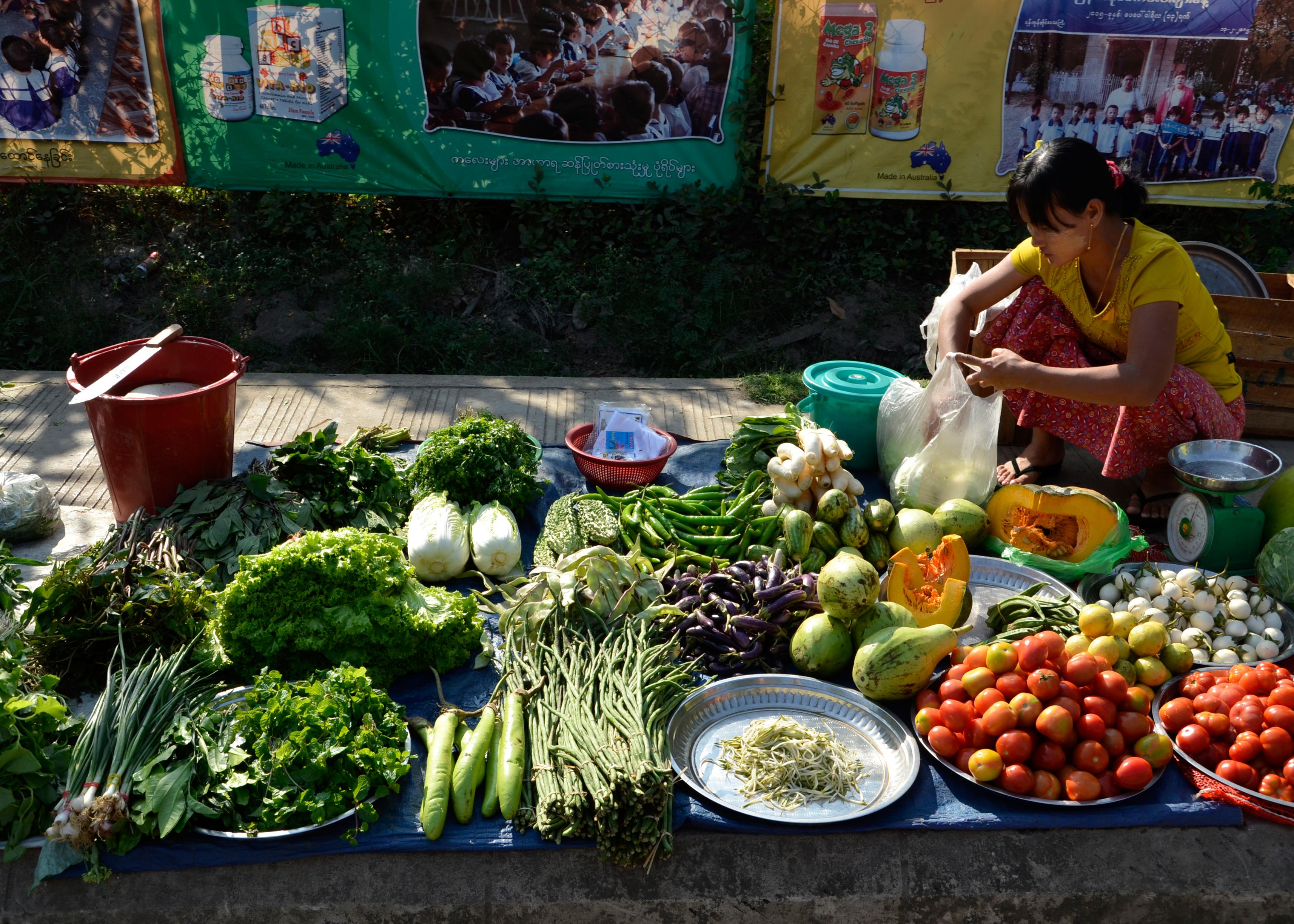 Streetvendor_Yangon